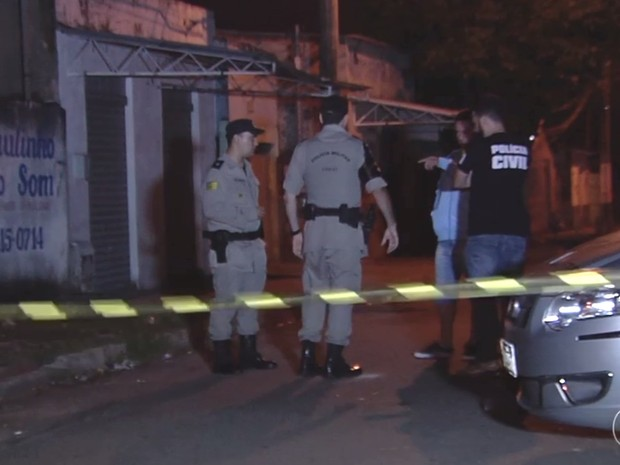 Travesti é morta a tiros em Goiânia (Foto: Reprodução/ TV Anhanguera)