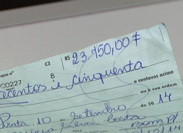 Cheques Roubados Divinópolis Minas Gerais Centro-Oeste (Foto: TV Integração/Reprodução)