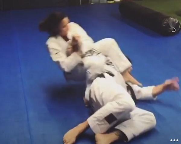 A cantora Demi Lovato durante seu treinamento (Foto: Instagram)