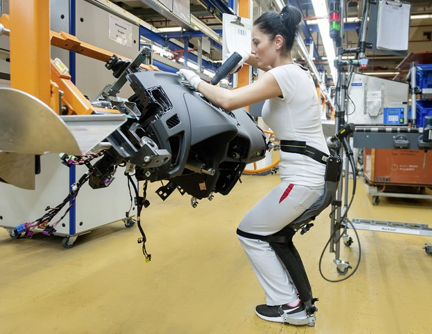 Startup suíça cria exoesqueleto que funciona como 'cadeira vestível'