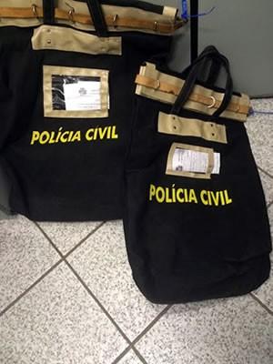 Operação prendeu servidor e ex-servidor do Detran-MT e apreendeu materiais (Foto: Assessoria/Polícia Civil de Mato Grosso)