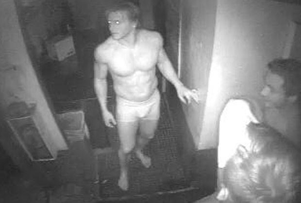 Grupo, apelidado de 'Os Três Patetas', chegou a ficar completamente nu na cozinha antes de fugir com 60 hambúrgueres e 1,3 kg de bacon (Foto: Divulgação/Southwest Florida Crime Stoppers)