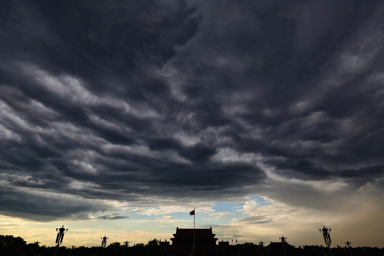 Nuvem pesada sobre a Praça da Paz Celestial, em Pequim (Foto: Getty Images)