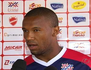 Rafael Vaz, zagueiro do Vila Nova (Foto: Reprodução/TV Anhanguera)