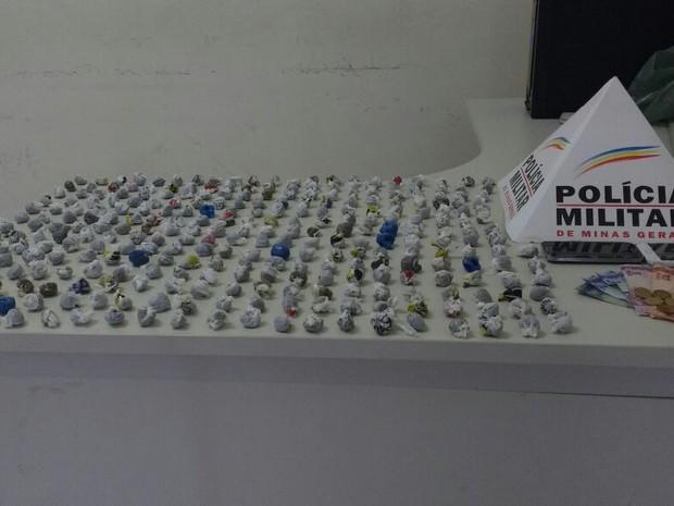 Drogas apreendidas pela polícia (Foto: Polícia Militar/Divulgação)