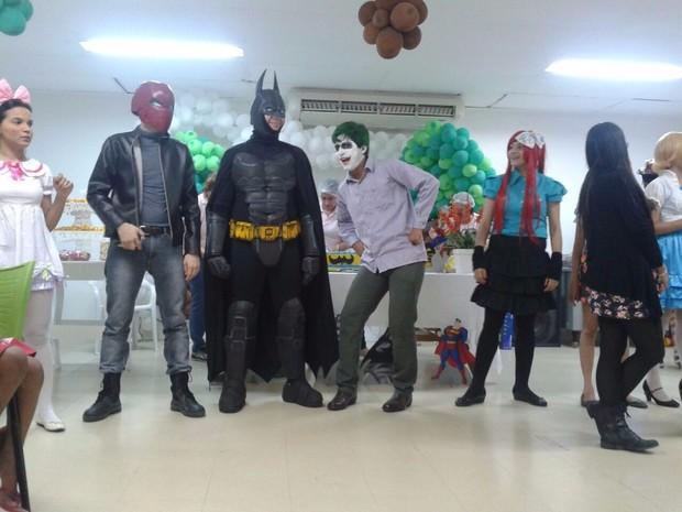 Jovens se vestem de super-heróis e levam alegria para crianças com câncer  (Foto: Sofocles Pereira/Arquivo Pessoal)