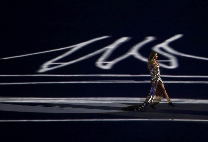 Gisele Bundchen na cerimônia de abertura (Foto: Reuters)