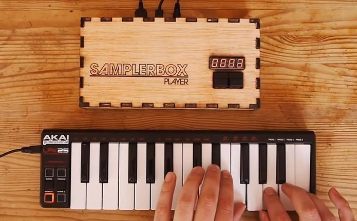 Sampler de Raspberry armazena músicas em WAV (Foto: Divulgação/SamplerBox)