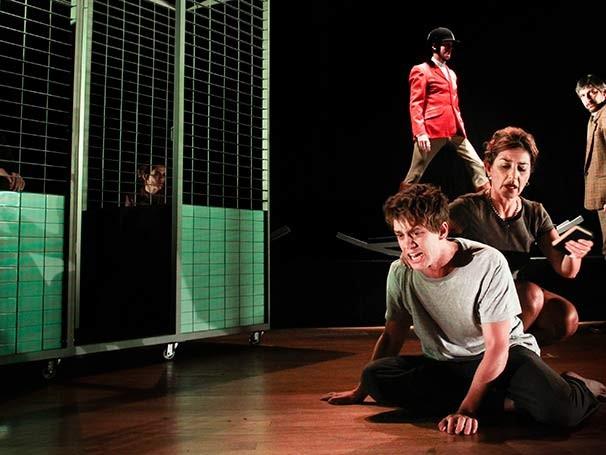 Dirigida por Alexandre Reinecke, a peça é baseada em fatos reais (Foto: Divulgação)