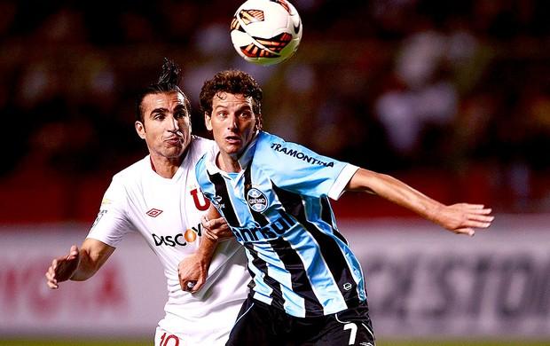 Elano na partida do Grêmio contra a LDU (Foto: EFE)