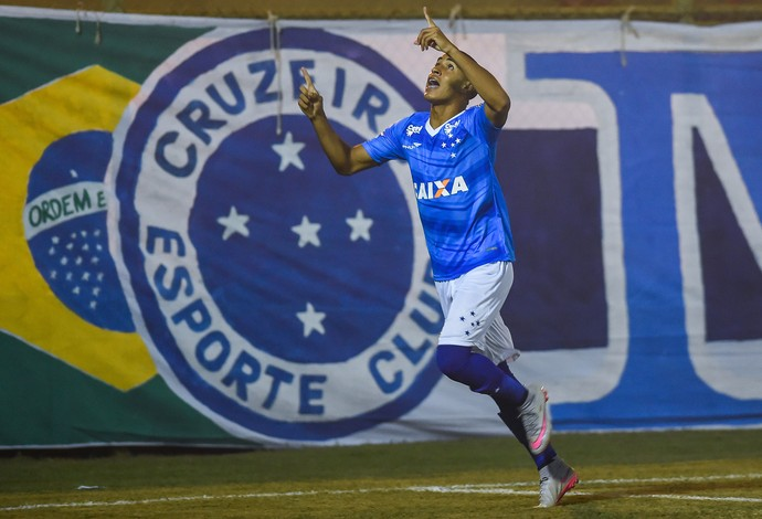 Vitinho; Cruzeiro; Ibirité (Foto: Pedro Villela/Light Press)