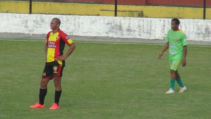 Aloísio Chulapa recebe marcação individual diante do União Palmeirense (Foto: Denison Roma/GloboEsporte.com)