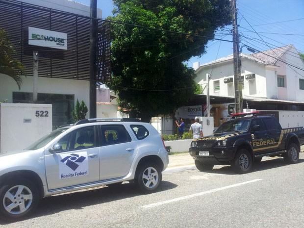 Foram cumpridos mandados de busca e apreensão na empresa EcoHouse (Foto: Henrique Dovalle/G1)