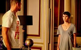 Nina consegue álibi e deixa de ser suspeita do sequestro de Carminha