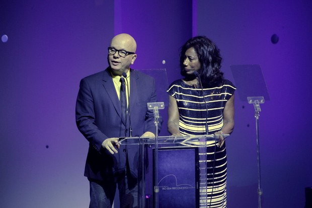 Marcelo Tas e Glória Maria em premiação no Rio (Foto: Isac Luz/ EGO)