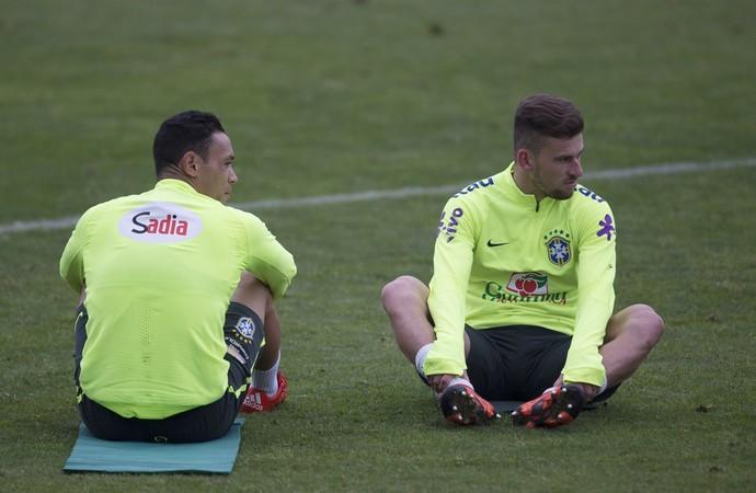 Ricardo Oliveira e Lucas Lima no treino do Brasil em Santiago (Foto: Leo Correa / Mowa Sports)