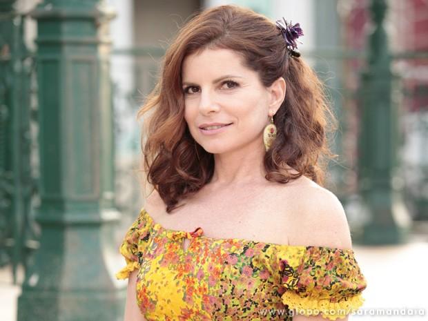 Débora Bloch fala sobre o fetiche que Risoleta sente pelo lobisomem  (Foto: TV Globo/ Saramandaia)