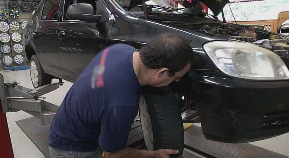 Mecânico de automóveis e mecânico montador são funções com vagas no PAT de Indaiatuba (SP) (Foto: Reprodução/TV TEM)