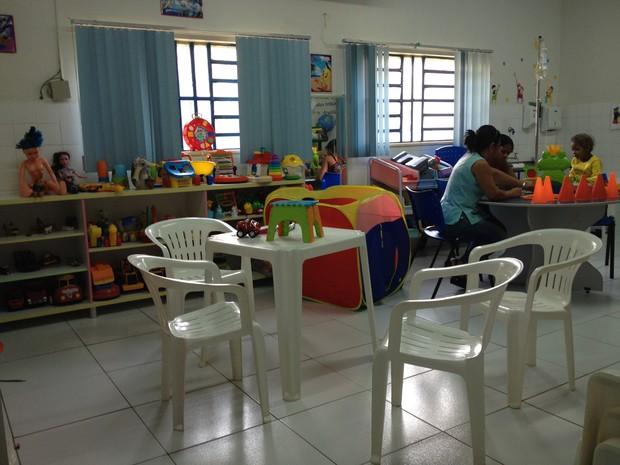 Sala da brinquedoteca na Oncopediatria do Hospital de Base, em Porto Velho (Foto: Gaia Quiquiô/G1)
