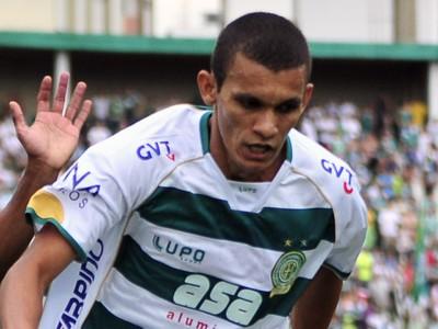 Bruno Recife, do Guarani, e Márcio Araújo, do Palmeiras, disputam lance (Foto: Rodrigo Villalba / Memory Press)
