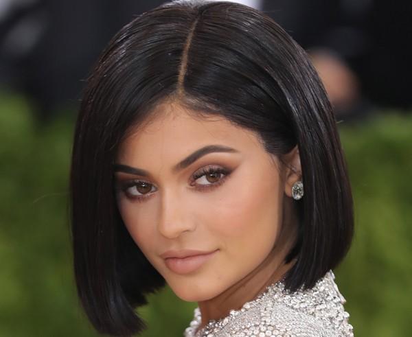 Saiba segredo de Kylie Jenner para sobrancelha perfeita (Foto: Getty Images)