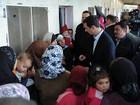 Assad sai de Damasco em incomum visita a deslocados sírios