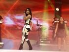 Toda coberta, Anitta mostra visual para primeiro show após cirurgias