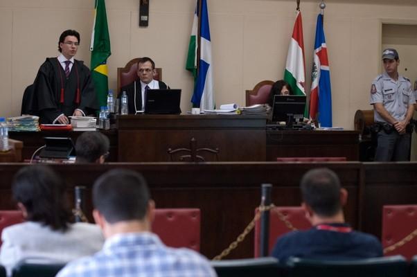 Plenário do Tribunal do Júri de Itapecerica da Serra durante julgamento de Elcyd Oliveira Brito, acusado de participar do assassinato de Celso Daniel (Foto: Marcelo Camargo/ABr)