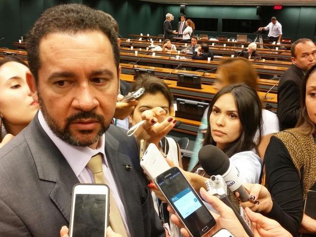 O ministro do Planejamento, Dyogo Oliveira, concede entrevista após participar de audiência pública na Comissão Mista de Orçamento (Foto: Sara Curcino / G1)