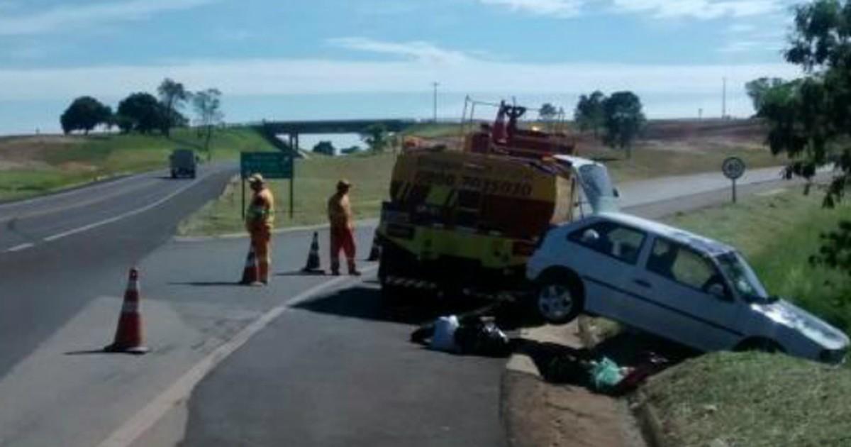 Capotamento deixa dois feridos na rodovia SP-258 em Itararé - Globo.com