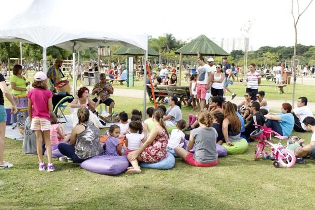 Pais e filhos podem aproveitar juntos a contação de histórias (Foto: Equipe BVL/Divulgação)