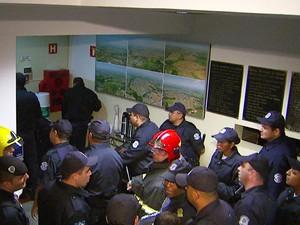 Guardas estavam sem equipamentos de seguranças apropriados durante protesto na Câmara de Vereadores (Foto: Reprodução/ EPTV)
