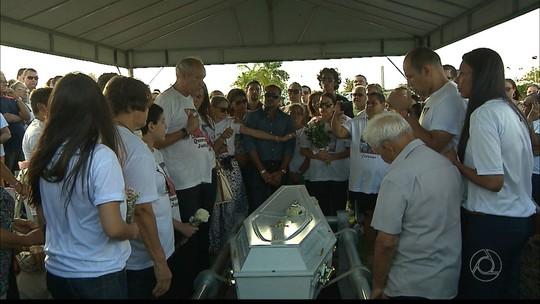 Família morta na Espanha é sepultada em cemitério de João Pessoa