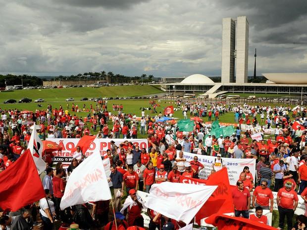 CUT e centrais sindicais fazem manifestação no gramado em frente ao Congresso Nacional em Brasília (Foto: Lucio Bernardo Jr/Câmara dos Deputados)