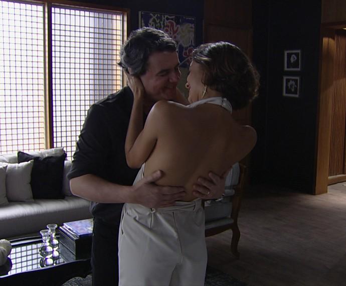 Os dois comemoram a gravidez (Foto: TV Globo)