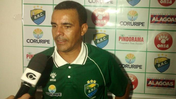 Evandro Guimarães, técnico do Coruripe (Foto: Denison Roma / GloboEsporte.com)