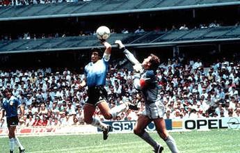 Camisa improvisada que Maradona usou na Copa de 1986 vale fortuna