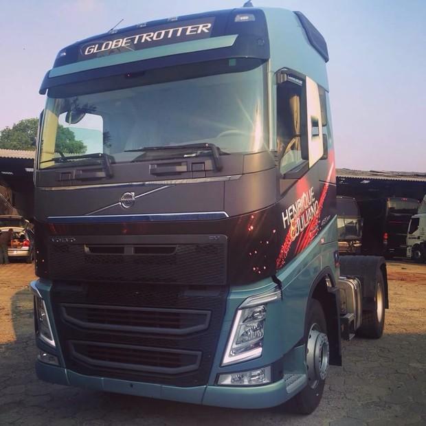 Truck do caminhão de Henrique e Juliano, roubado nesta quarta-feira, 22 (Foto: Divulgação)