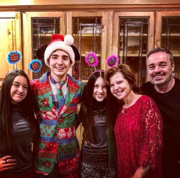 Gugu e a família (Foto: Reprodução/Instagram)
