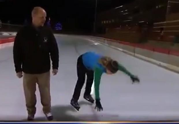 M.A. Rosko levou um tombo ao vivo enquanto patinava no gelo (Foto: Reprodução/YouTube/WoWLoL)