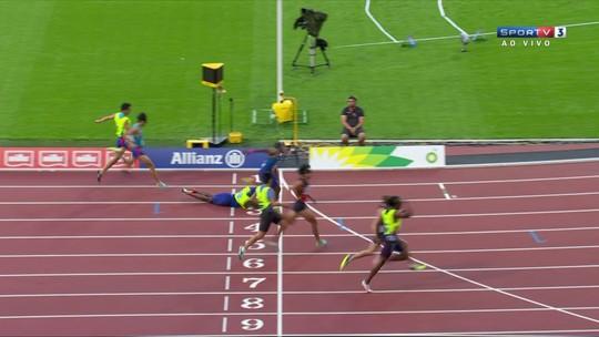 Guia cai, americano cego continua prova sozinho e fatura a prata nos 200m