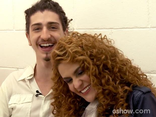 Johnny Massaro e Paula Barbosa se divertem com irreverência dos fãs (Foto: Meu Pedacinho de Chão/TV Globo)