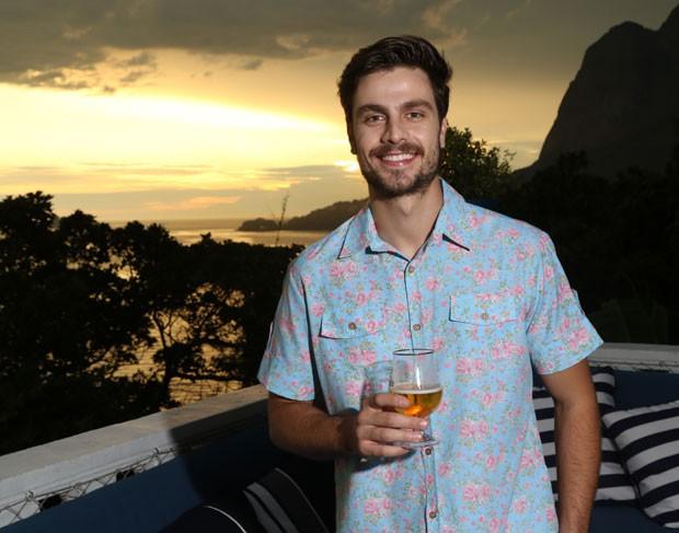 O ator Paulo Dalagnoli: Sunset na Casa QUEM de Verão (Foto: Daniel Janssens / Ed.Globo)