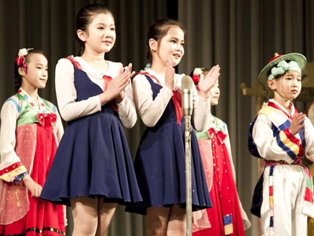 Espetáculo com crianças norte-coreanas (Foto: Gabriel Prehn Britto/Arquivo pessoal)