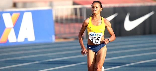 Cruz Nonata na prova dos 10.000m no troféu Caixa (Foto: Marcelo Ferrelli / Cbat)