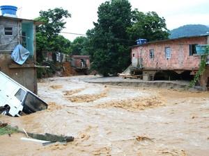 chuva baixada fluminense (Foto: Fernando Quevedo/Agência O Globo)