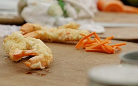Temaki de camarão: Rodrigo Hilbert ensina a receita