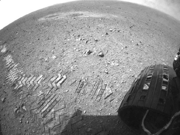 À direita da imagem, é possível ver os furos que marcam a assinatura do JPL (Foto: NASA/JPL-Caltech)