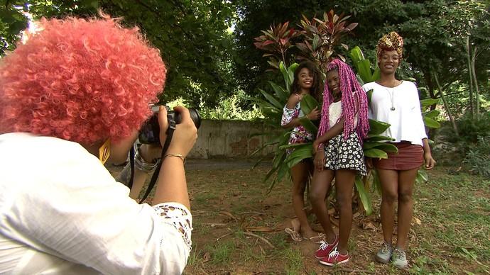 No Projeto Mais Amor Entre Nós, mulheres oferecem serviços gratuitos a outras mulheres (Foto: TV Bahia)