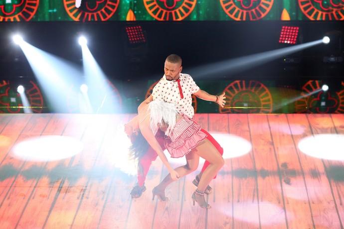 Nego do Borel fez caras e bocas na coreografia de forró (Foto: Carol Caminha/Gshow)
